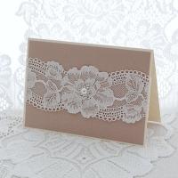 Käritöökaart valge pitsi ja pärlkaunistusega